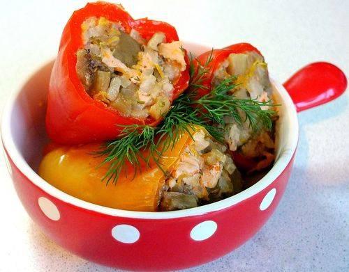 Перцы фаршированные мясом и рисом в мультиварке
