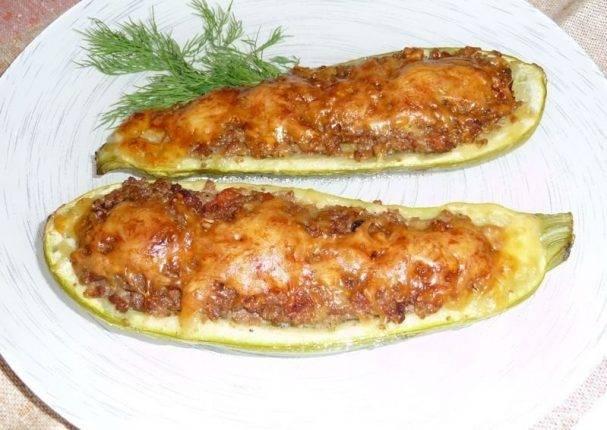 Лодочки из кабачков в духовке с овощами