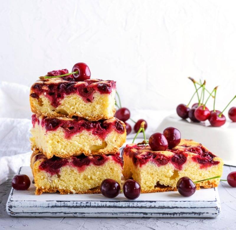 Вишневый пирог на творожном тесте