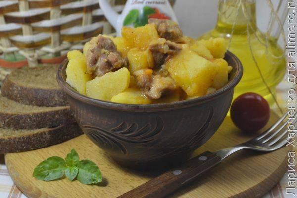 Тушеная картошка с кабачками и курицей