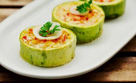 Кабачки фаршированные овощами