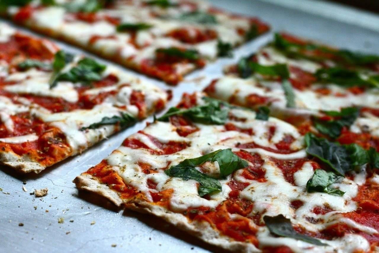 Тесто для пиццы без дрожжей, как в пиццерии — 6 быстрых рецептов в домашних условиях