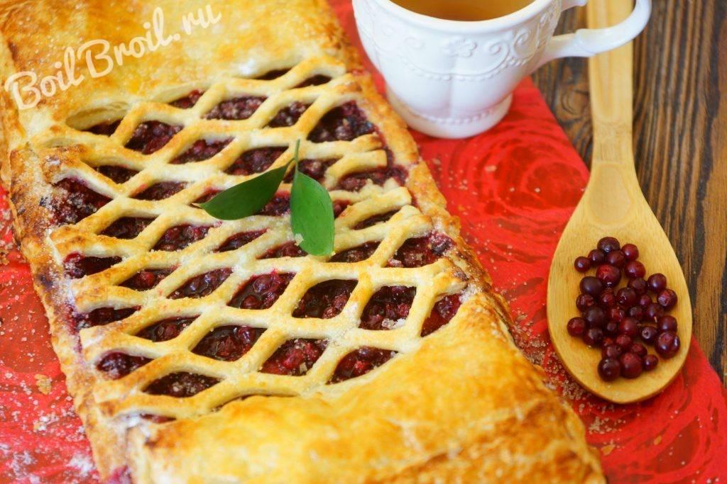 Открытый пирог с брусникой из слоеного теста. пирог с брусникой: рецепты