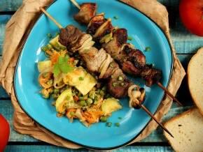 Шашлык из свинины с овощами на мангале