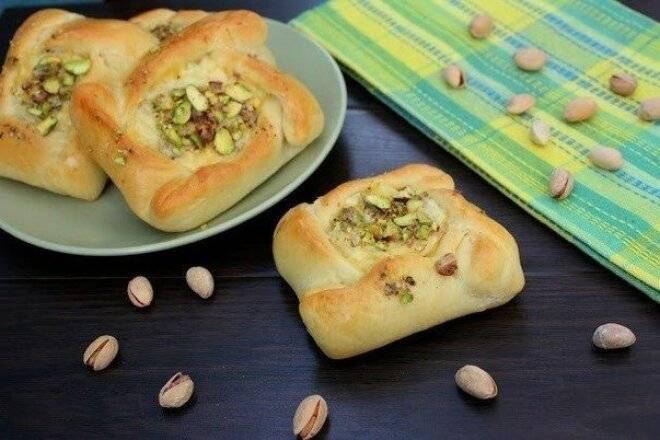 Сырные булочки с начинкой из маслин