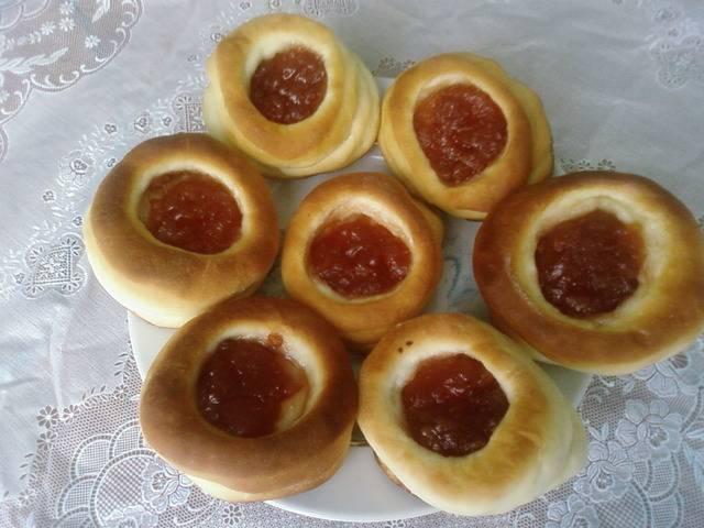 Быстрые и сладкие дрожжевые булочки с домашним повидлом