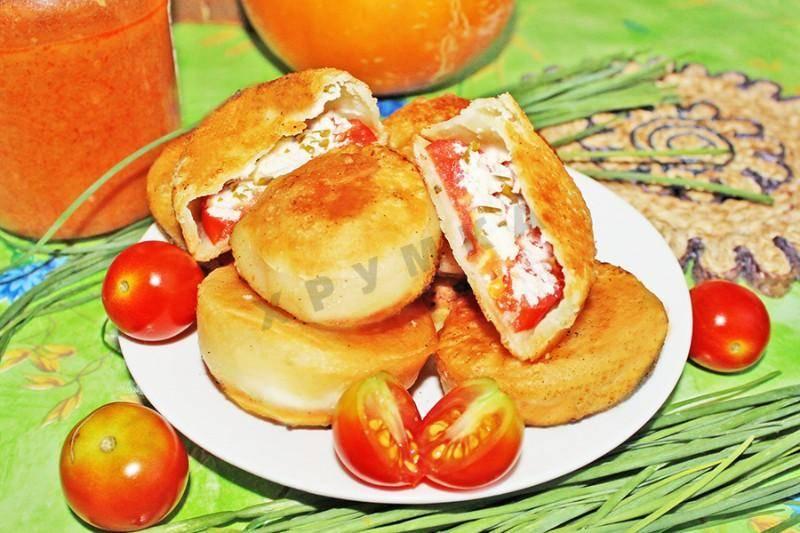 Открытые пирожки с творогом и сыром