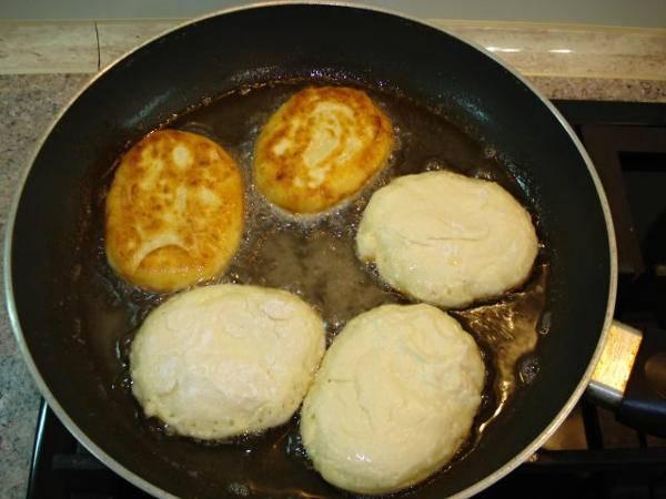 Как приготовить сырники: 5 пошаговых рецептов с фото