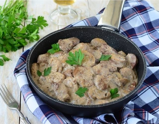 Куриная печень с грибами в сметане - рецепт с фотографиями - patee. рецепты