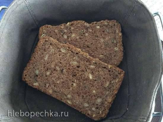 Домашний хлеб с семечками из цельнозерновой муки в хлебопечке