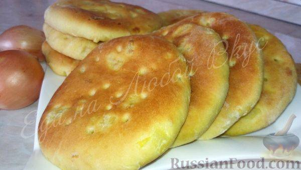 Хлеб-лепешка с жареным луком