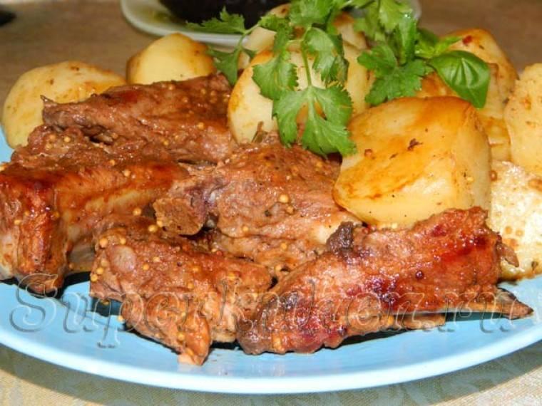 Свиные ребрышки с тушеным картофелем