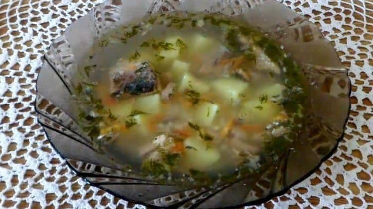 Суп из консервированной горбуши – в копилку быстрых рецептов