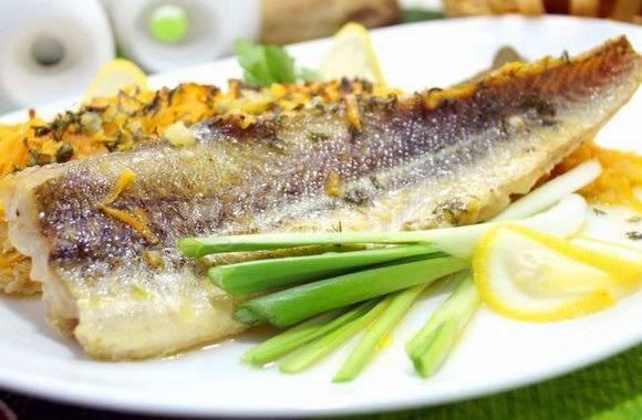 Минтай в духовке с майонезом и луком – рыбка будет сочная и вкусная! домашние рецепты минтая в духовке с майонезом и луком