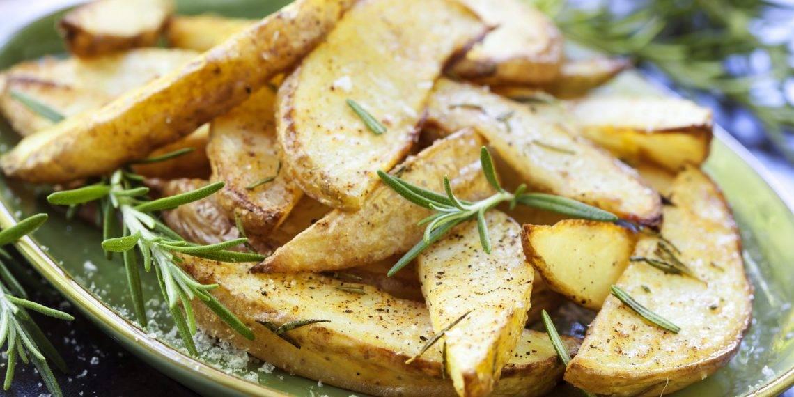 Как жарить картошку с грибами на сковороде