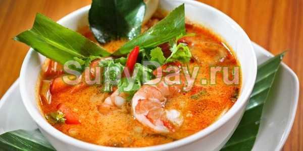 Том ям тхале. остро-кислый суп с морепродуктами