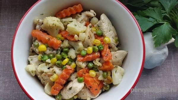 Фрикадельки со стручковой фасолью и пикантным кабачковым соусом
