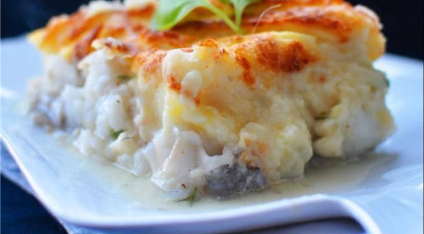 Картофельная запеканка с копченой рыбой