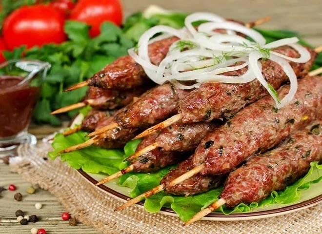 Сколько жарить люля-кебаб на сковородке. как приготовить люля-кебаб в домашних условиях. что сделать, чтобы люля-кебаб не разваливались.