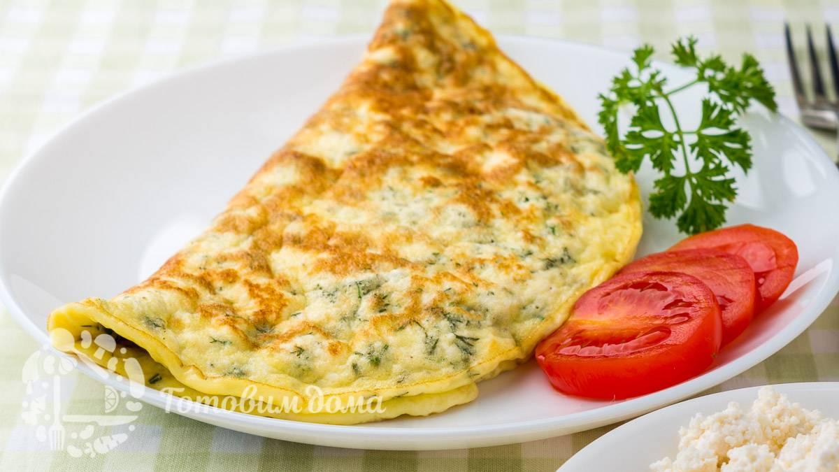 Омлет с сыром и помидорами: изысканный завтрак за считанные минуты