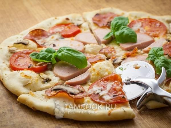 Тонкая пицца с колбасой и грибами. пошаговый рецепт с фото