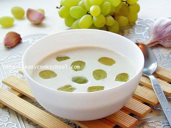 Испанский холодный миндальный суп