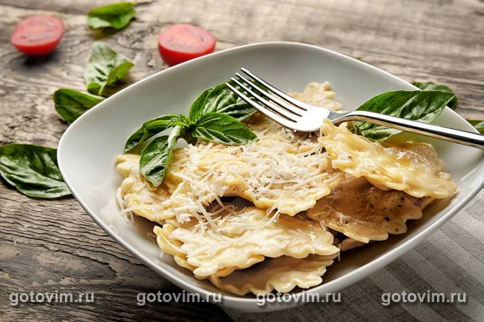 Пельмени, запеченные с грибами в соусе