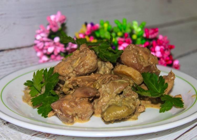 Куриная печень с грибами в яйцах