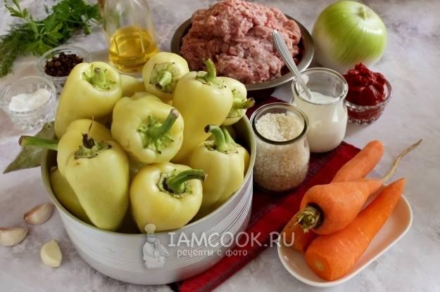 Перец половинками с курицей и овощами в духовке