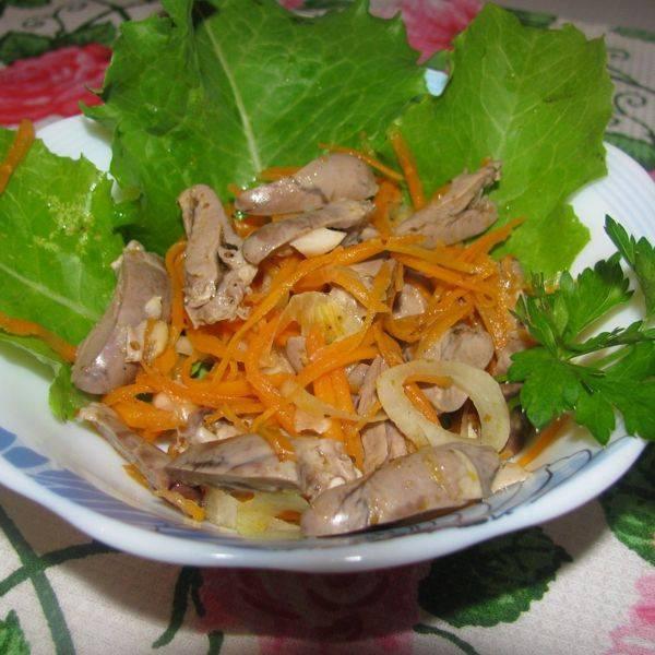 Жареный пеленгас под зеленым соусом