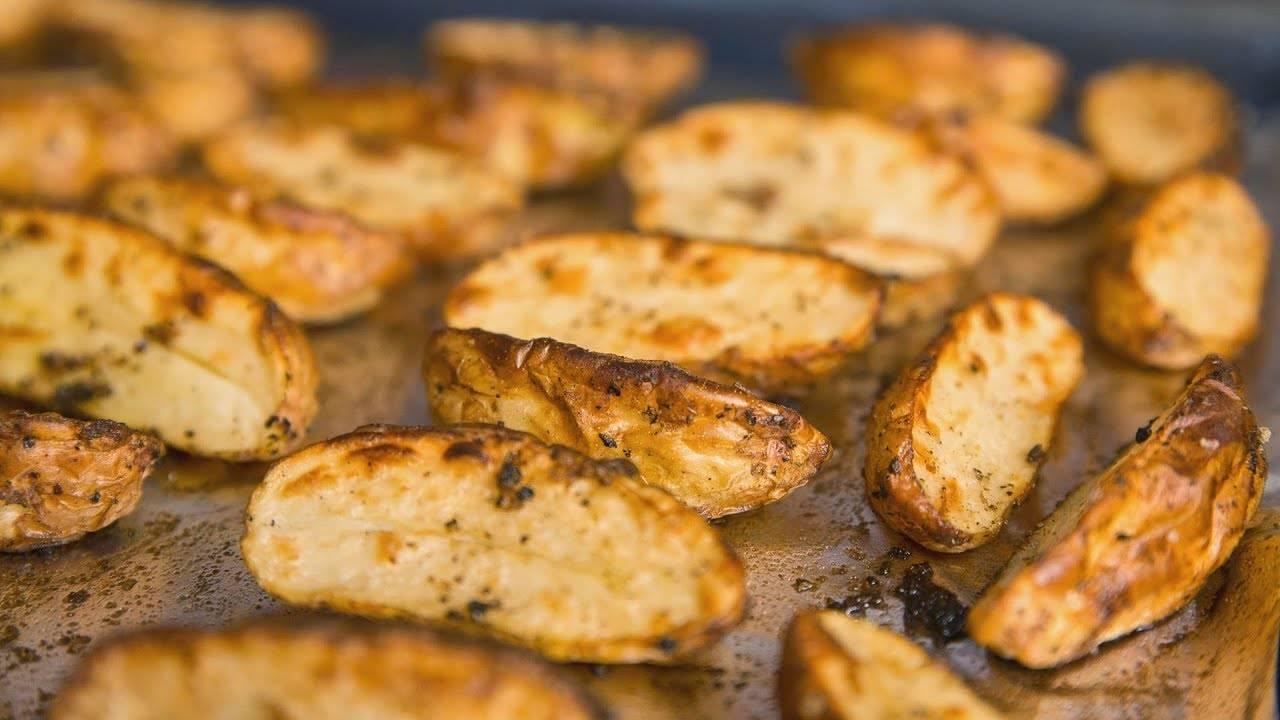 Как вкусно запечь молодую картошку