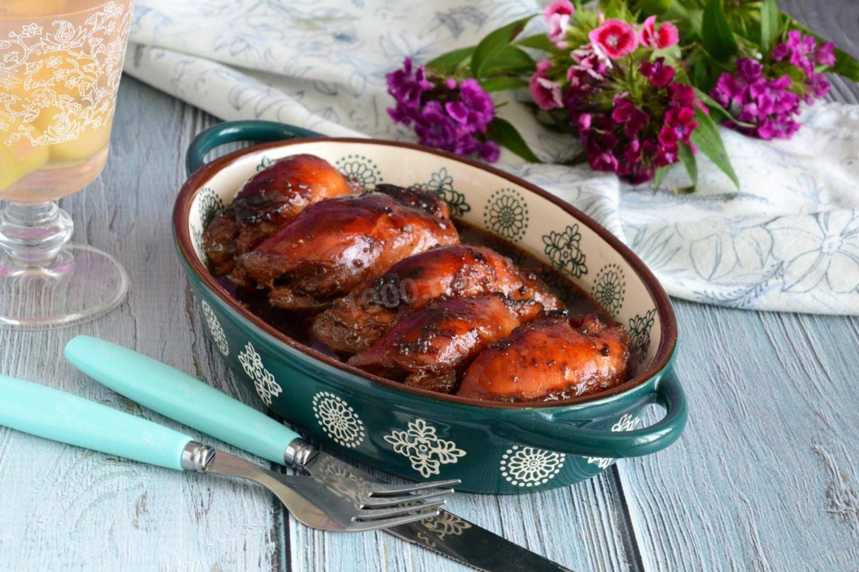 Куриные бедра в духовке: 10 рецептов для будней и праздников