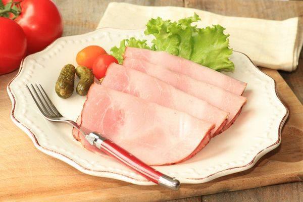 Ветчина свиная рубленая, приготовленная в ветчиннице