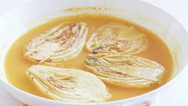 Фенхель, тушённый в вине и апельсиновом соке - вкусное и необычное блюдо