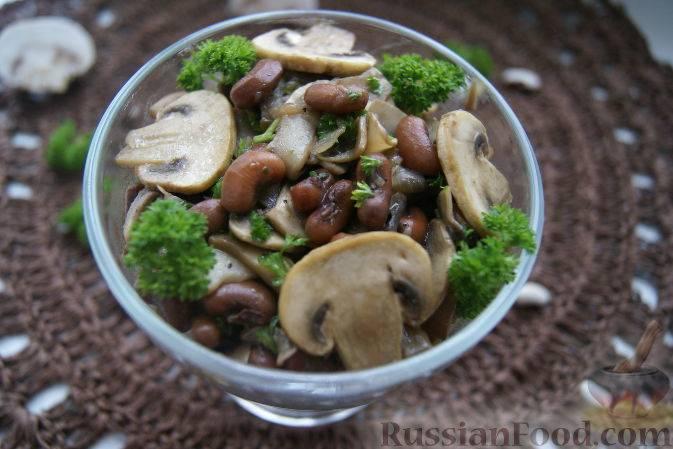 Запеченная зеленая фасоль с грибами