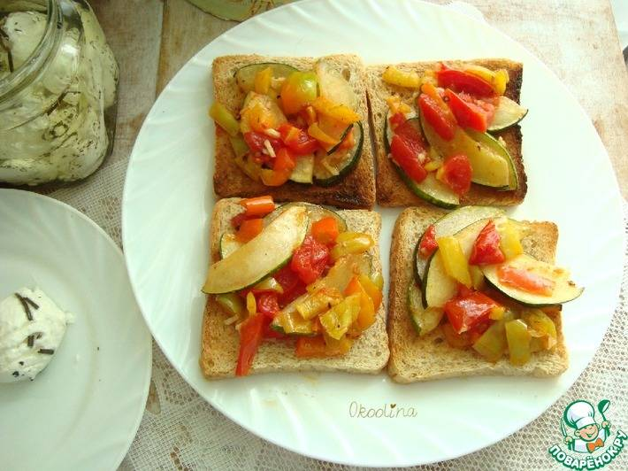 Закусочные бутерброды с помидорами и сыром