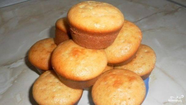 Пышный кекс на кефире с орехами