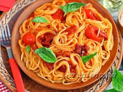 Домашняя паста в томатном соусе