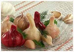Маринованный чеснок на зиму – 4 рецепта маринования зубчиками и целыми головками