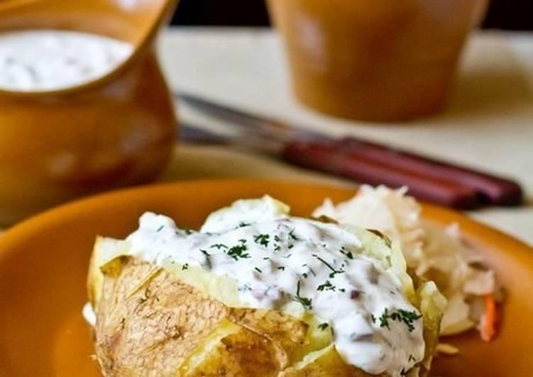Картофель в мундире, запеченный в фольге, с селедочным соусом - 8 пошаговых фото в рецепте