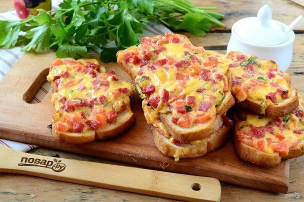 Тосты с запеченными помидорами и моцареллой - 8 пошаговых фото в рецепте