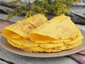 Дрожжевые кукурузные оладьи с изюмом