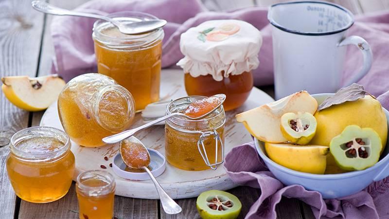 Легкие десерты из необычного фрукта: готовим из айвы