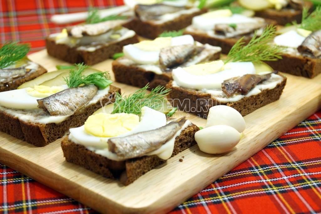Бутерброды со шпротами и морковью - 12 пошаговых фото в рецепте