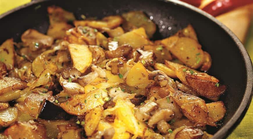 Как жарить грибы на сковороде с картошкой