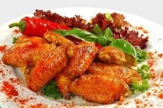 Куриные крылышки, запеченные в духовке — вкусные рецепты с хрустящей корочкой