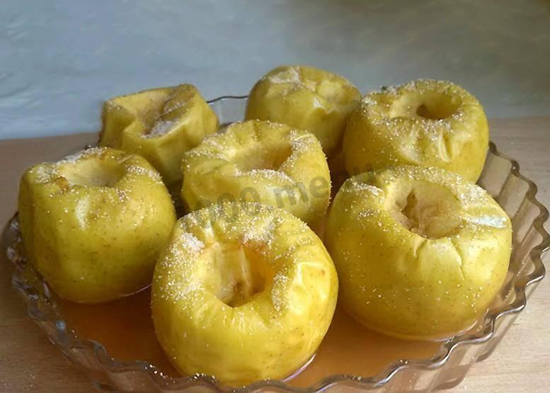Печеное яблоко готовим в мультиварке
