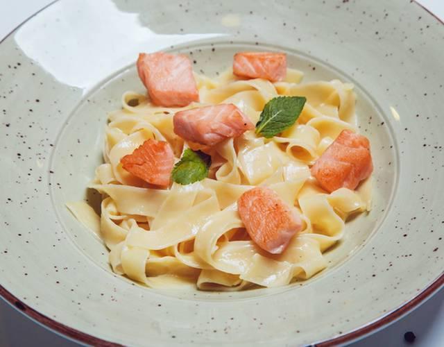 Паста с лососем в сливочном соусе – 7 рецептов приготовления