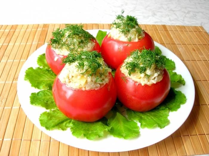 Как приготовить помидоры, фаршированные сыром и чесноком по пошаговому рецепту с фото