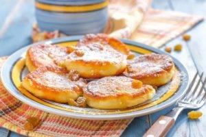 Вкусные рецепты сырников из творога: полезный завтрак на каждый день